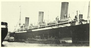 Το S/S Kaiser Friedrich στην προβλήτα αριθμός 1 του Hoboken, New Jersey, το 1898. (Albert E. Gayer, SSHSA Collection).